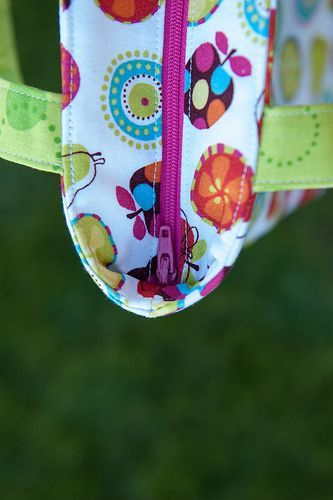 "Recessed zipper, free tutorial - this method ""seals"" around the top of the bag."