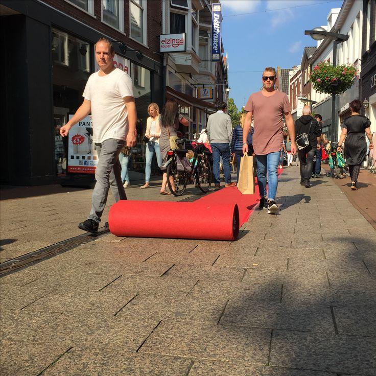 WIJ ROLLEN DE  RODE LOPER VOOR U UIT!  ☀️ZON☀️en MODESHOW vanmiddag in de Haverstraatpassage!  . 12 winkeliers showen met 60 mooie modellen hun najaarscollectie's! #Enschede #haverstraatpassage #centrum