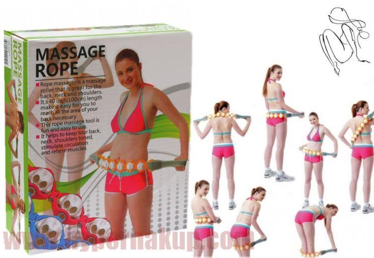 Masážny pás  MASSAGE ROPE patrí medzi najmodernejšie automasážne pomôcky. Pomocou Massage Rope si môžete dopriať pohodlnú masáž chrbtových svalov, ramien, šije, nôh a  zadku.Masážna pomôcka na chrbát MASSAGE ROPE  disponuje dvomi pevnými textilnými úchytmi na každej strane a šiestimi masážnymi guličkami umiestenenými v pevnej plastovej konštrukcii spojenej do pásu za pomoci pevných kovových kĺbikov, ktoré zabezpečujú perfektné kopírovanie tvarov tela tak aby masážne guličky pôsobili čo…