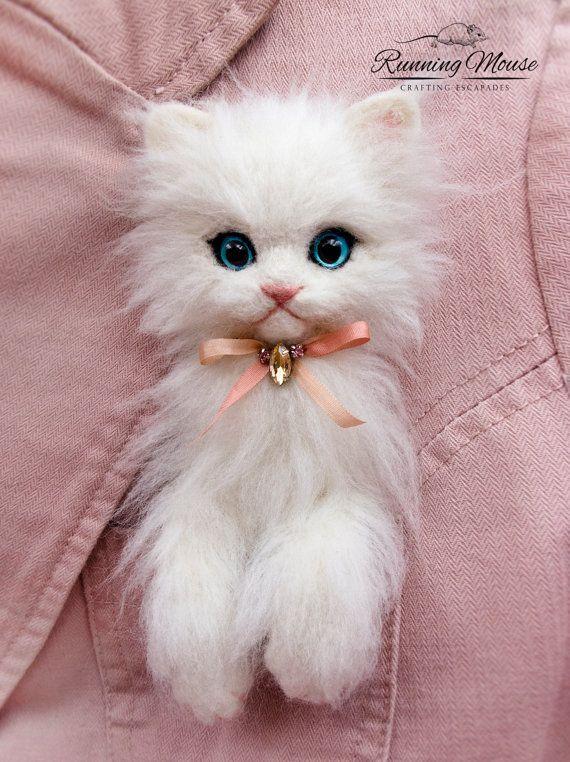 Pocket cat brooch. Needle felted cat brooch. OOAK cat brooch. Cute kitten brooch.  white cat pin. Needle felted animal brooch.