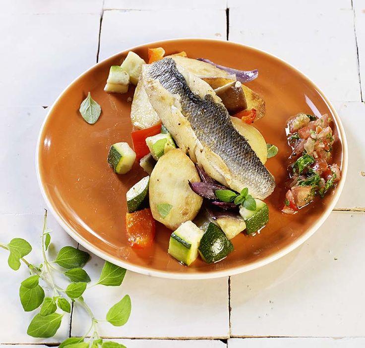 Zeebaarsfilet met geroosterde groenten en tomatensalsa | Colruyt