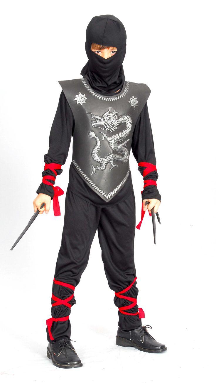 Disfraz de ninja dragon para niño: Este disfraz de ninja dragon para niño se compone de un pasamontañas, un top y un pantalón negro elástico en la cintura, así como una armadura negra plastificada...