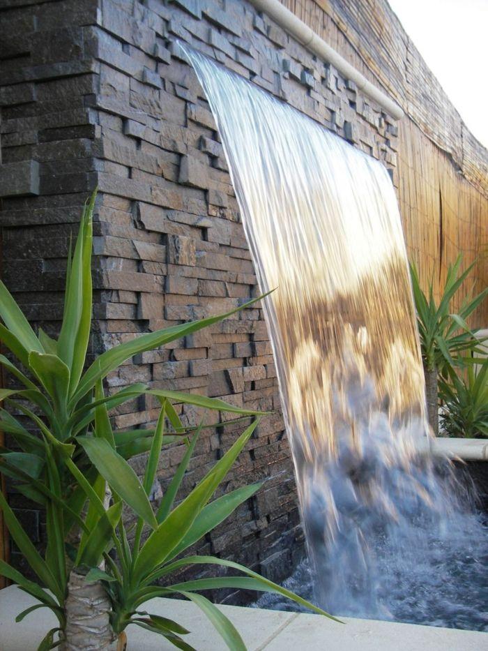 gartenbrunnen wasserfall gartenideen pflanzen