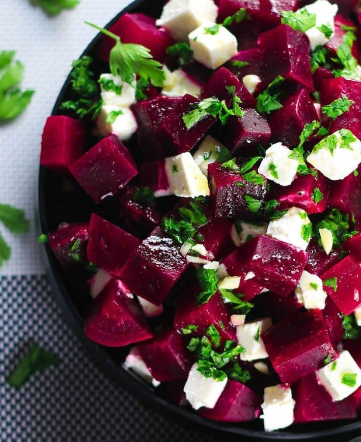 Pancar, kış aylarının en güzel sebzelerinden biridir. Turşusu da çok lezzetlidir, tazesi ile yapılan salataları da çok lezzetlidir.Kırmızı pancar tam bir sağlık deposu! Atrit hastalığından, demans hastalığına; diyabetten, anemiye; kanserden, enflamasyona kadar iyi gelen bir sebzedir.Bunların yanı sıra, kan basıncını düşürür, bağışıklık sistemini ve direncinizi arttırır, kalp dostudur, varis gibi rahatsızlıkların, göz hastalıklarının baş düşmanıdır.Bunca …