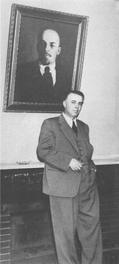 Enver Hoxha ne zyren e tij, viti 1960.