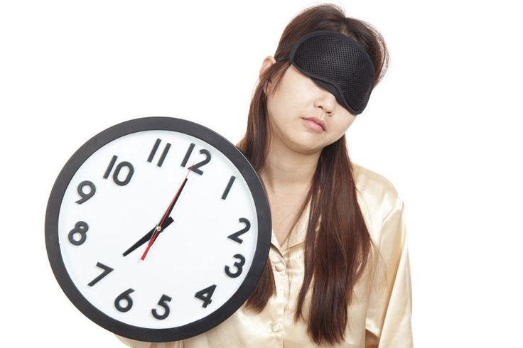 Krijg jij 's ochtends je oogleden ook nooit van elkaar gepeld? Lijk je op een panda nog voor je mascara hebt aangebracht? Deze DIY-video van Michelle Phan zal je heel wat tijd, geld en concealer besparen.