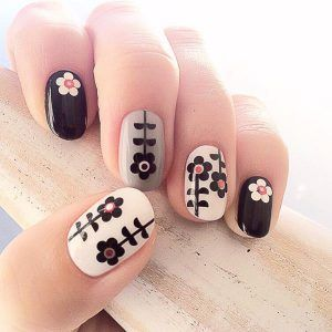 Beautiful black and white flower nails