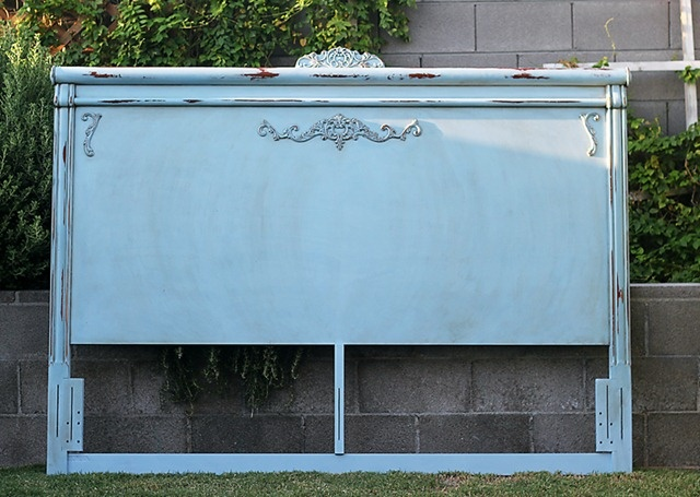 please click on this link to see what this headboard looked like before. amazing!: Favorit Things, Blue Rooms, Faint Blue, Blue Bedpost, Happy Place, Bedrooms Idea, Bedpost House, Distressed Idea, Blue Headboards