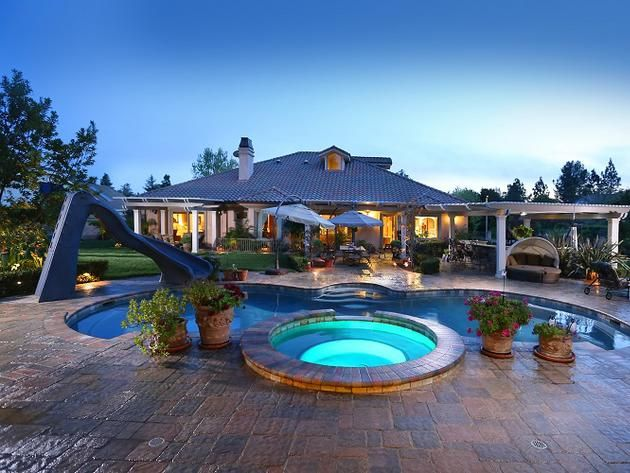 Phenomenal pool featured on hgtv 39 s 39 million dollar rooms 39 cool houses daily hgtv frontdoor - Cool rooms with pools ...