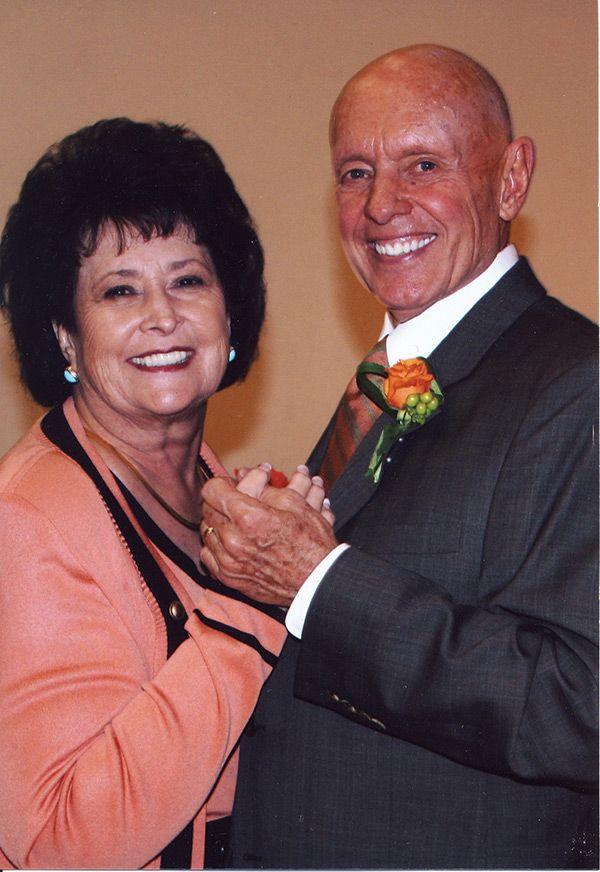 Семья - Стивен и Сандра Кови. Примеры того, какие отношения я бы хотела в семье. Близкие, сплоченные, поддерживающие, полные любви, большое количество детей и внуков. При этом успех в деятельности и финансовом изобилии.