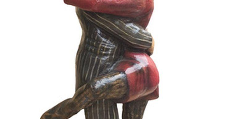 História da vestimenta do tango. O termo tango se refere a um gênero musical e uma forma de dança que surgiu em Buenos Aires, Argentina, e Montevidéu, Uruguai, no final do século 19. Se a dança nasceu verdadeiramente nos bordéis, isso é incerto, contudo, o tango realmente surgiu nos distritos de classes mais baixas de Rio da Prata e região. Por ter começado como um fenômeno ...