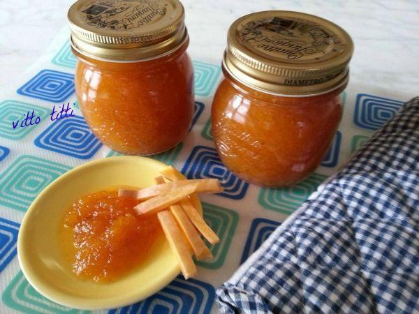 Marmellata zucca e amaretti ,questo è il periodo delle zucche, non tutte però sono adatte per la marmellata, io ho utilizzato quella gialla.