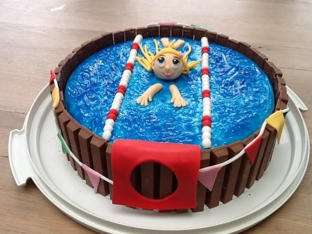 POOL CAKE web page is in German so only pinning as a picture reference