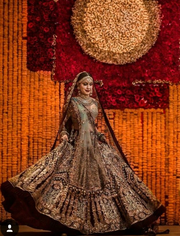 This bridal lengha has me speechless!! So beautiful!! #bridallengha #lehenga #lengha #indianbridal #punjabibridal #punjabibride #indianbride #desi #indian #sikh #indianwedding #punjabiwedding