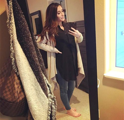 """Last Trimester!"" Bristol Palin Shares Selfie Of Her Baby Bump 