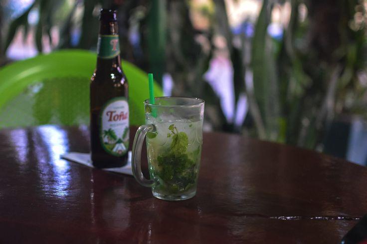 Afternoon drinks at Bar El Puerto in Moyogalpa, Isla de Ometepe in Nicaragua | heneedsfood.com