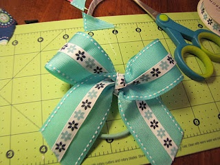 The Crafty Byrd: How to make a no sew cheer bow!     WITH TUTORIAL!
