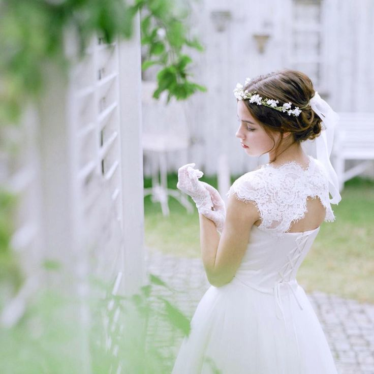 . ビスチェブラウス.** . トップスとスカートを自由にコーディネート出来る #thedressroom  #セパレートタイプ の中でも ウエストラインが綺麗に出る人気のトップス♡ . ボリュームのあるチュールスカートと リボン付きの花冠をあわせてgirlyに♪ . . 【funo】 ⚐ 香川県高松市伏石町2064-21 ☎︎ 087-869-1122 open 11:00 〜 close 19:00 定休日/火曜日 . @funobyfines @levent0427 #funo#funobyfines #weddingdress#ウエディングドレス#dress#ドレス#花嫁#wedding#ウエディング#プレ花嫁#卒花嫁#結婚#結婚式#ガーデンウエディング#ビーチウエディング #レストランウエディング#フォトウエディング#前撮り#日本中のプレ花嫁さんと繋がりたい#ドレス迷子#挙式 #スレンダードレス#二次会ドレス #love#2017冬婚#2017秋婚#2018春婚#ハワイ挙式
