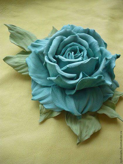 Купить или заказать цветы из кожи. брошь-роза. в интернет-магазине на Ярмарке Мастеров. Брошь выполнена из натуральной кожи.