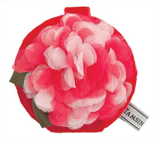 Indulge in a little 'olde worlde charm', with the vintage styled Hydrangea compact mirror.