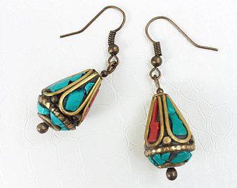 Orecchini 'Munya' - perline tradizionale berbera, smalti rossi e turchese, contorni - Orecchini etnici, boho chic, cucina marocchina, fatto a mano in bronzo