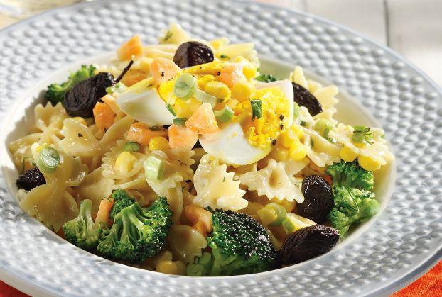 Μακαρονοσαλάτα µε λαχανικά και αυγό