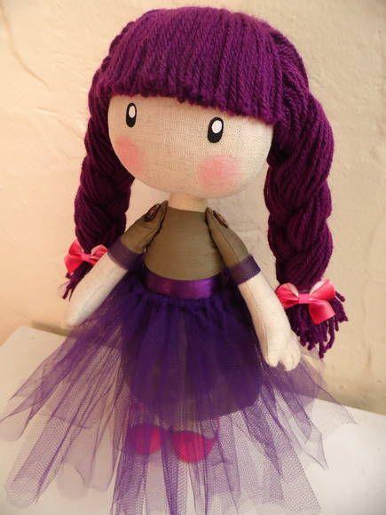 My lovely dolls é um novo conceito em confecção de bonecas adotado pela My lovely Lolly. São peças únicas e numeradas, feitas artesanalmente por Luciana Zanin, priorizando a delicadeza e riqueza de detalhes desde a escolha dos materiais, combinação de cores, confecção das roupas até sua completa