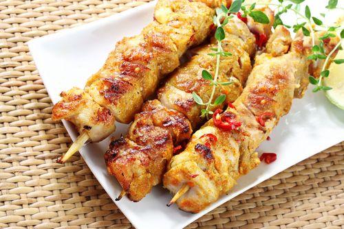 Brochettes de poulet à l'indienne - Châtelaine