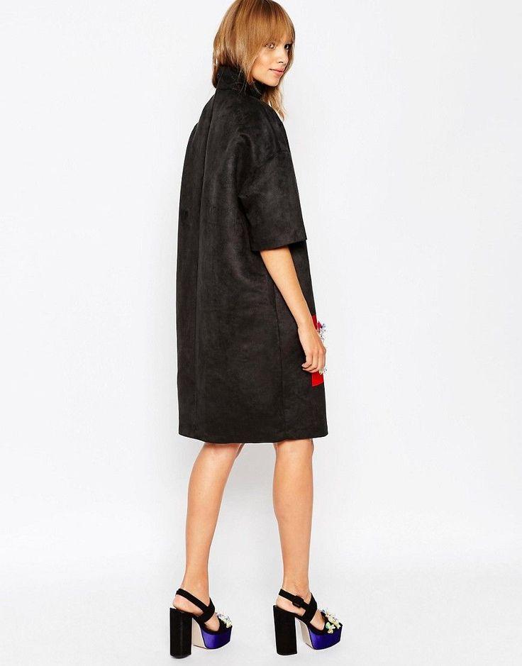 Imagen 2 de Vestido con cuello alzado y paneles con adornos de A V Robertson for ASOS BLACK