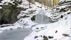 Nádherná je cesta kolem Bubovických vodopádů na Karlštejn