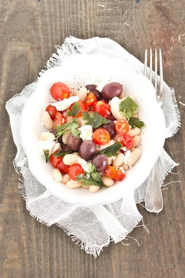 Insalata di cannellini, olive e pomodorini | Cannellini bean salad with olives and cherry tomatoes.