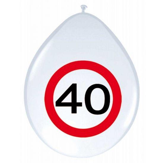 Verjaardagsballonnen 40 jaar verkeersbord. Witte ballonnen met een afbeelding van een verkeersbord en het getal 40. De ballonnen zijn ongeveer 30 cm groot en zitten per 8 stuks verpakt.