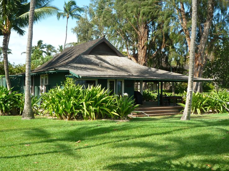 Maui beach cottage gorgeous plantation house in for Hawaiian plantation architecture