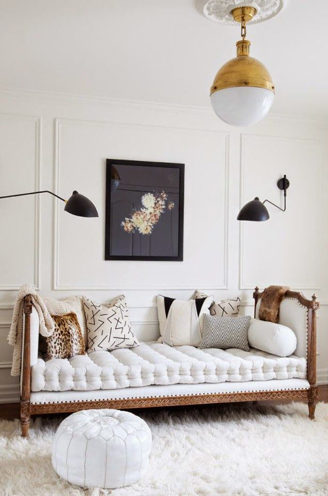 love this bedroom with this daybed!