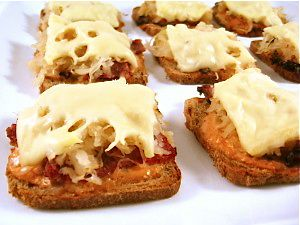 Skinny Mini Reuben Appetizers, Low Calorie and Delectable! Here's a classic deli sandwich turned into a bite-sized appetizer. You can prep them in advance and pop them in the oven, just before serving. Each skinny, mini appetizer is only 61 calories, 2 grams of fat and just 1 Weight Watchers POINTS PLUS!