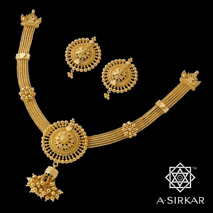 Saptaparni: This ornament has been in continuous production for the better part of a quarter of a century, which is something of a record for a jewel this size. Very much like the fragrant flowering tree after which it is named, the necklace is evergreen. And so should it be.