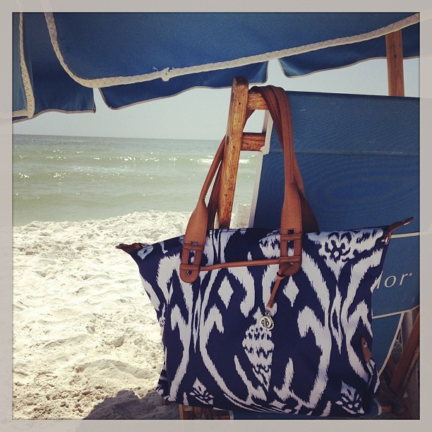 Instagram photo by @Zandra McArthur McArthur Gay  (featuring the Stella & Dot 'How Does She Do It' bag in Navy Ikat)