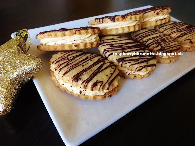 Raspberrybrunette: Krehké orechové oválky s karamelovou plnkou  Úžasn...