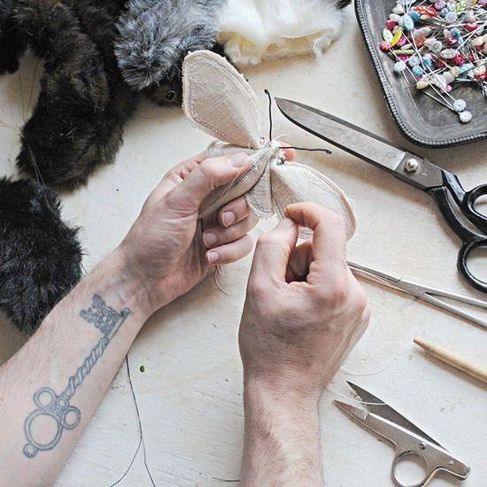 Текстильный дизайнер Мистер Финч (Mister Finch) мастер по художественной переработке использованных материалов. Так он вдыхает жизнь в старинные ткани, превращая их в скульптуры бабочек, кроликов, грибов и странные гибридные формы