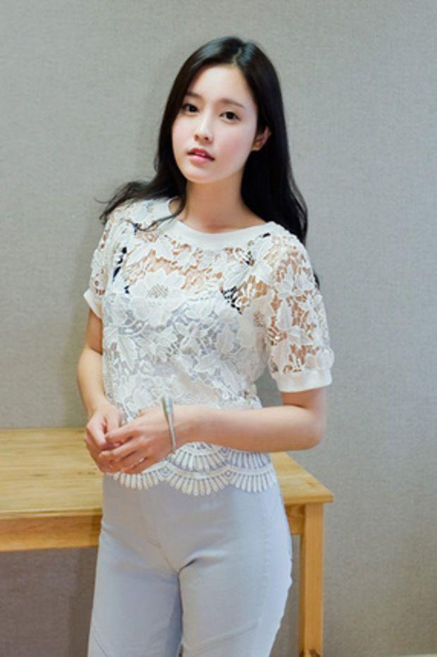 lace crop blouse