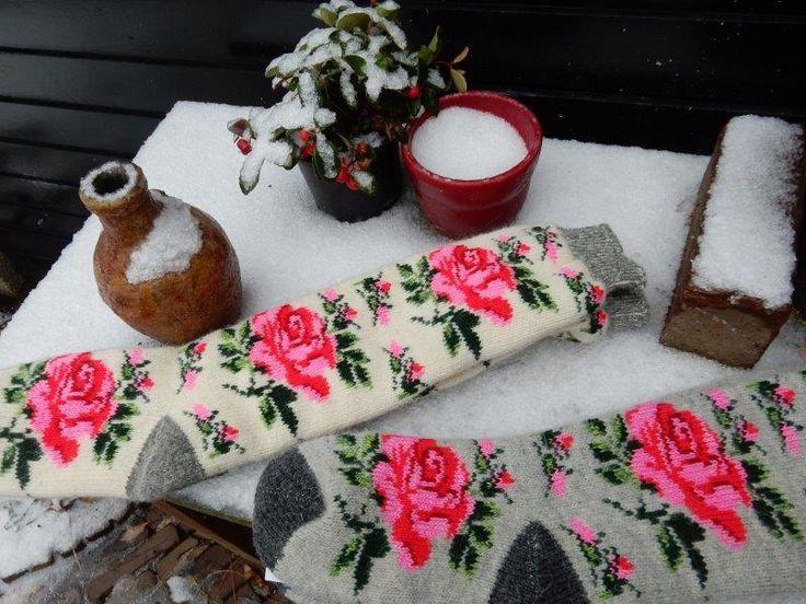 Mooie en bijzondere gebreide/gemaakte   wollen   sokken en kousen. verzendklaar.     prachtige lange wollen kousen, grijs en ecru.   pr...