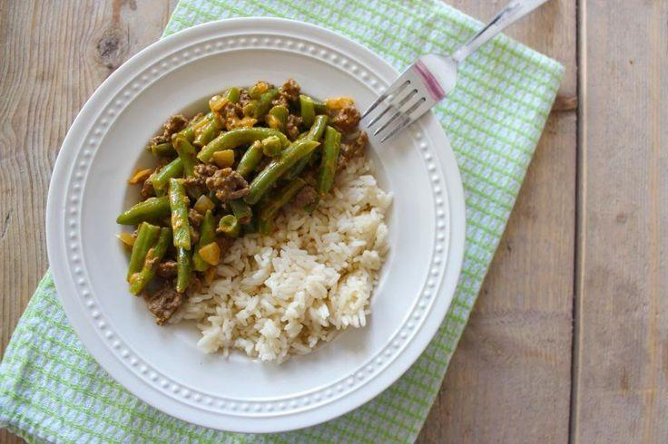 Een lekker en simpel recept met romige sperziebonen met gehakt en rijst. Een ideaal recept voor doordeweeks, want het staat binnen een mum van tijd op tafel