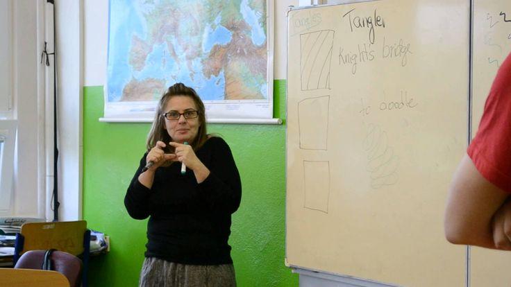 Beckah Krahula, autorka knihy Zentangle, uspořádala v Praze workshop pro školáky.
