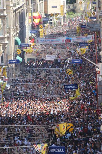 #occupygezi #direngeziparkı #wearegezi #occupytaksim #occupyturkey #chapulling #turkey