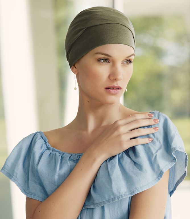 Christine Zoya Turban es un pañuelo básico en distintos colores a elegir que podrás combinar con cualquier color de ropa o estilo. Fabricado en algodón y viscosa con un suave tacto y muy agradable