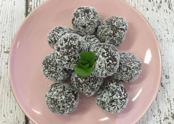 You've got to try these DELICIOUS Weetbix balls - they're only 154 calories! YUM! Recipe here: https://www.healthymummy.com/recipe/tasheenas-choc-weetbix-balls/?lbwref=83&utm_content=bufferecac4&utm_medium=social&utm_source=pinterest.com&utm_campaign=buffer #28DayChallenge
