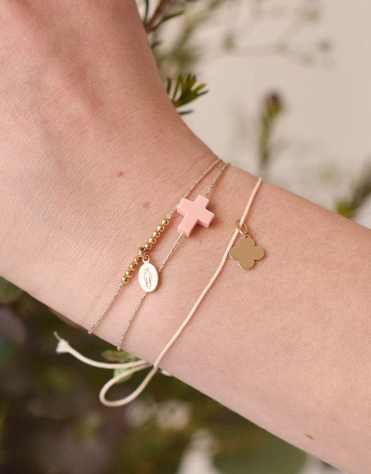 Bijoux chrétien // Bracelet catho// Cadeau communion// Bracelet croix or - Catho Rétro. Le concept store chrétien www.cathoretro.com