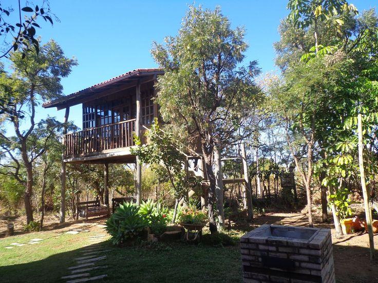 Com estilos que vão do clássico ao rústico, a variedade de casas na árvore em meio à natureza no site é enorme. As diárias partem de R$ 72.