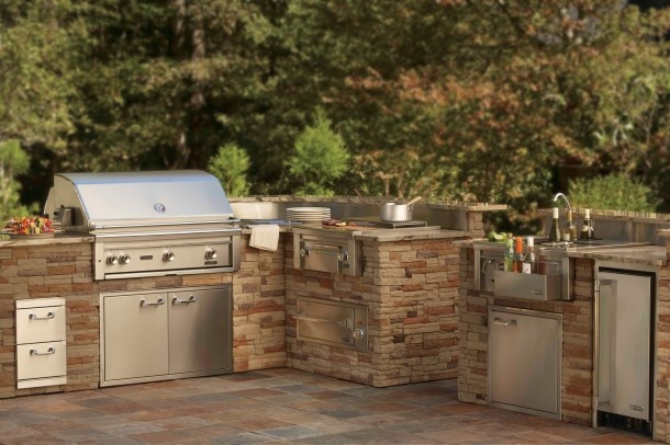 would love an outdoor kitchen