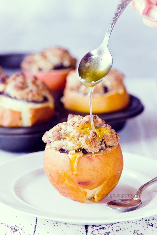 Pieczone jabłka z makiem, pod orzechową kruszonką.